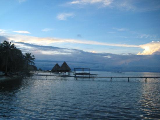 Glover's Atoll Resort: Shoreline