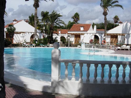 Bungalows El Palmeral: Pool area