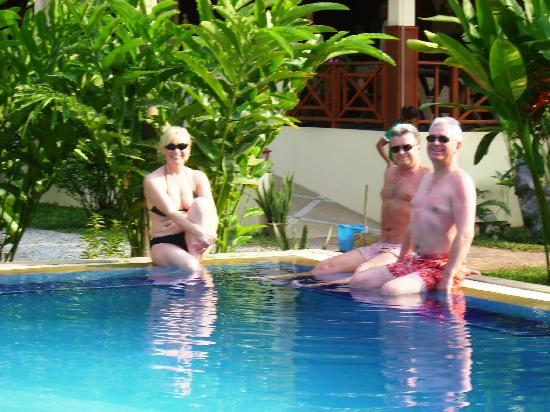 Oriental Kwai Resort: Relaxing at the pool