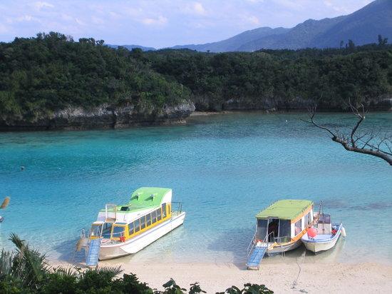 Ishigaki, Japon : 川平湾のグラスボート