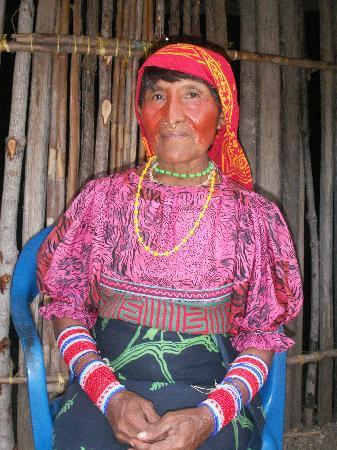 Yandup Island Lodge: Kuna woman in nearby village