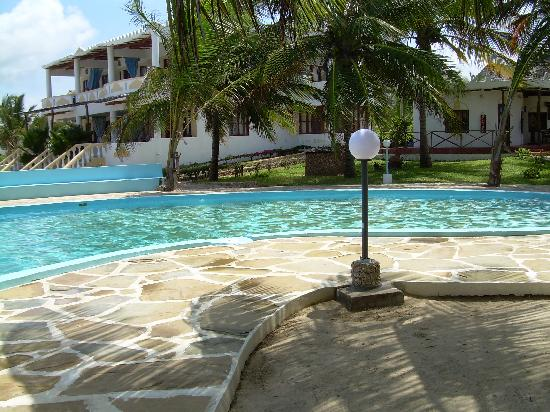 Jacaranda Beach Resort: la piscina