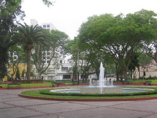 Roosevelt Hotel & Suites: Park across from hotel Roosevelt