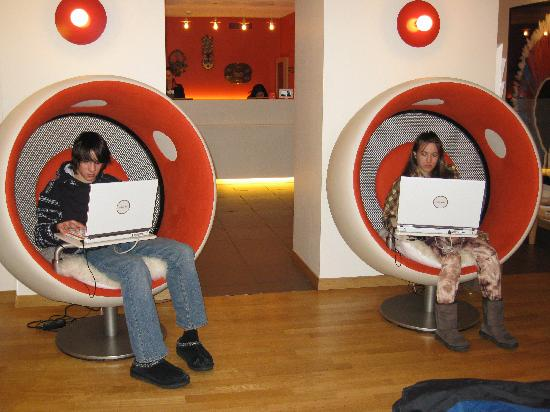 La Cour Des Augustins   Boutique Gallery Design Hotel: The Ever So LOVED Pod  Chairs