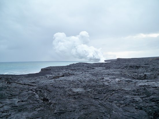 Hawaii Volcanoes National Park, Hawaje: This is as close as you get!