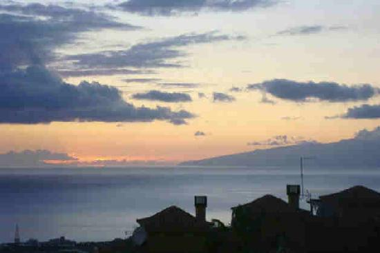 Chayofa: La Gomera in the distance as the sun sets