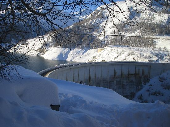 Chalet L'Eperviere: View of the Tignes Dam