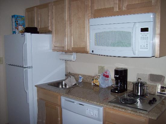 Candlewood Suites Meridian Business Center: Kitchen