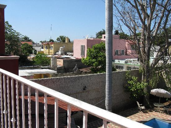 Yucatan Vista Inn: upper deck view of rooftops