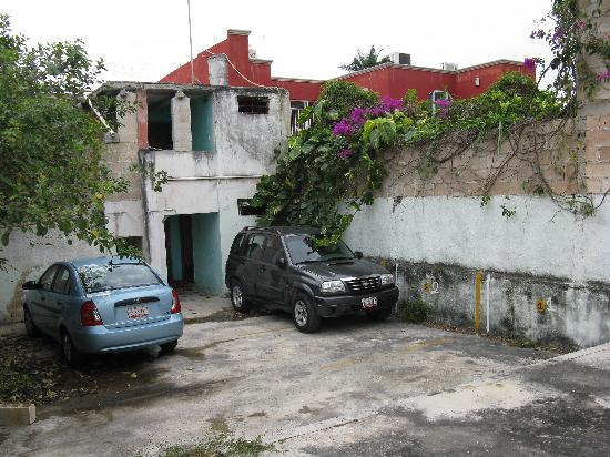 Yucatan Vista Inn: secure parking area