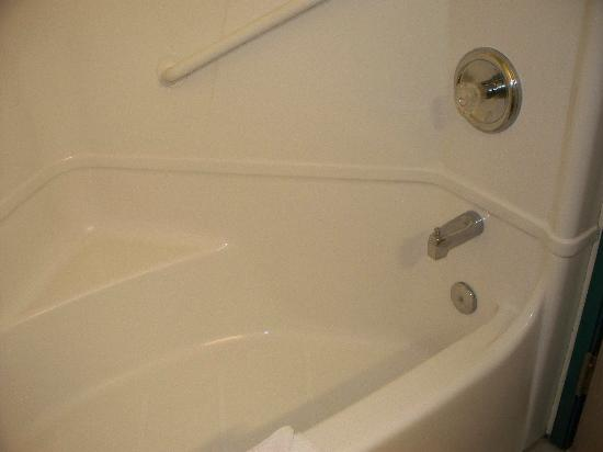 Motel 6 Lake Havasu Lakeside: tub