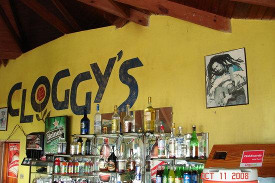 Cloggy's on the Beach: Cloggy's bar