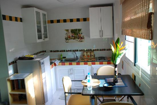 In2siam Bed & Breakfast: Our kitchenette