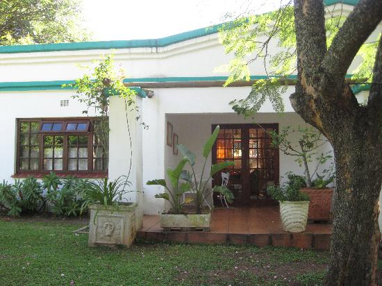 Igwala gwala: our cottage perfect for relaxing on the porch