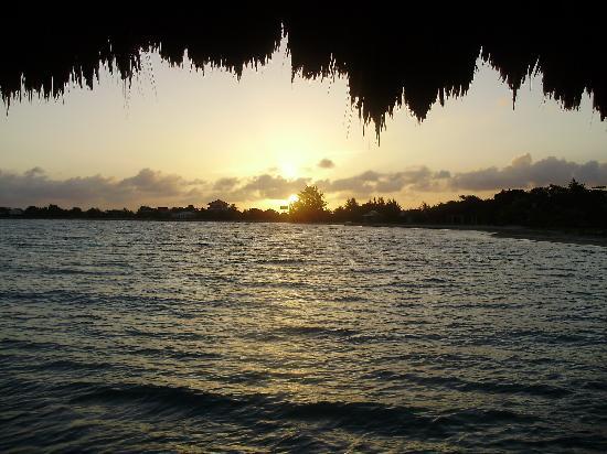 Chabil Mar: sunset on pier