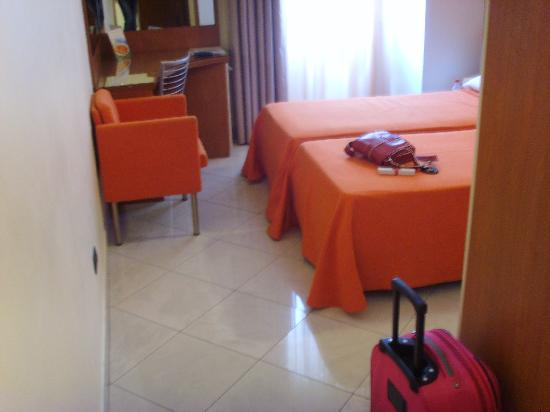 Hotel Del Corso: Twin Room, adequate size, with modern decor/amenities