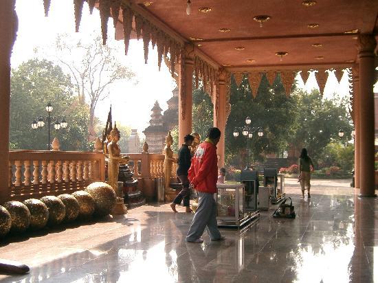 Phurua Resort: Temple in Dan Sai