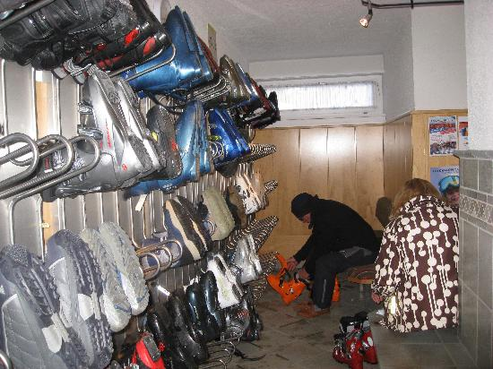 Hotel Verwall: Great ski room. Boot heaters dry you boots over night.