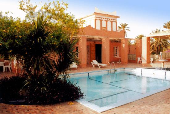 Les Relais des Sable, Tata: Vue sur la piscine de l'hotel