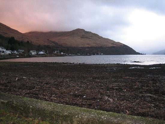 Claymore Hotel: The view of loch long from arrochar