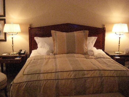 room bed. Black Bedroom Furniture Sets. Home Design Ideas