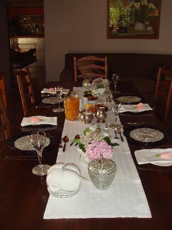 Moolmanshof Bed & Breakfast: breakfast table