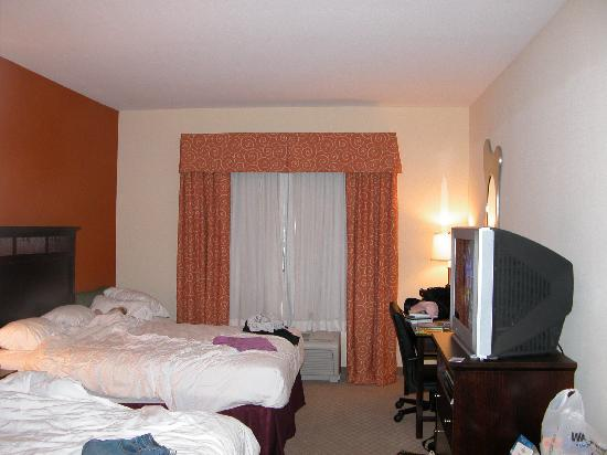 Holiday Inn Express Hotel & Suites Chattanooga-Hixson : this is our room after we messed up!!