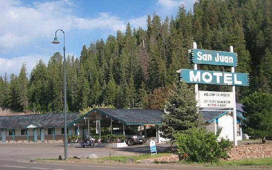 San Juan Motel: The newer section (1960's).  Drive up to your door.