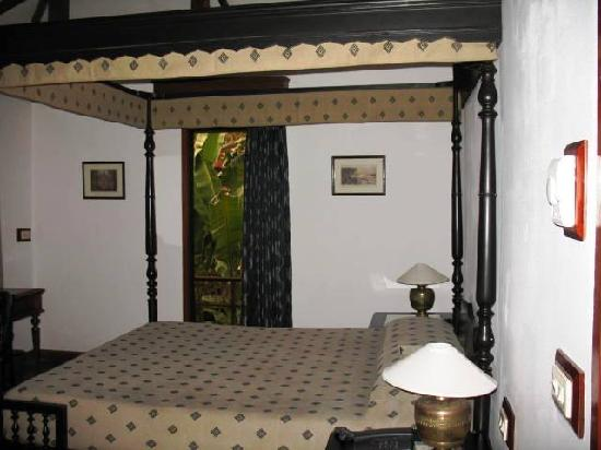 Angkor Village Hotel: Bed