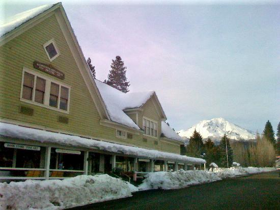 McCloud, Californie : A view from the street...
