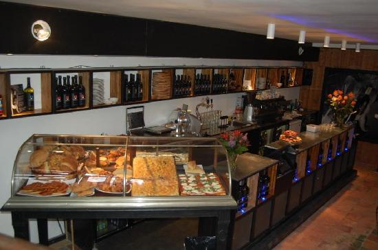 Vinomio: great food window downstairs