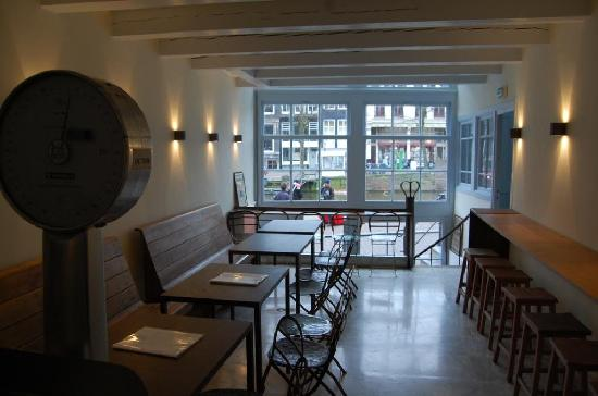 Vinomio: upstairs with canal view