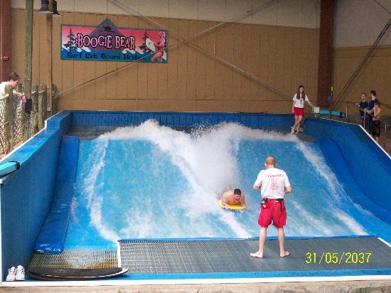 Six Flags Great Escape Lodge & Indoor Waterpark: surf's up!