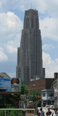 Pittsburgh, Pensilvanya: U Pitt Cathedral of Learning from Forbes Ave