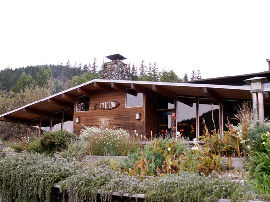 Tu Tu Tun Lodge: View of the main lodge