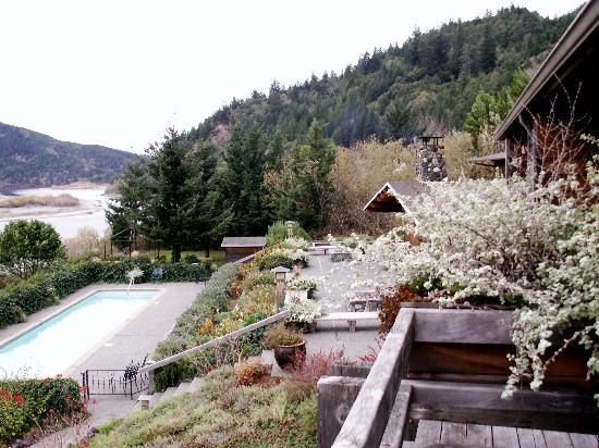 Tu Tu Tun Lodge: View of the pool from our balcony