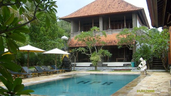 Hotel Puri Rai: One of 3 pools showing hotel rooms