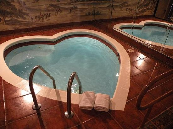Superior Pocono Palace Resort: Heated Heart Shaped Pool (BEAT FEATURE THERE) Pictures Gallery