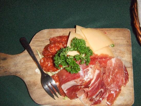 Casa Armas : 生ハムとチーズ、サラミ等の盛り合わせ