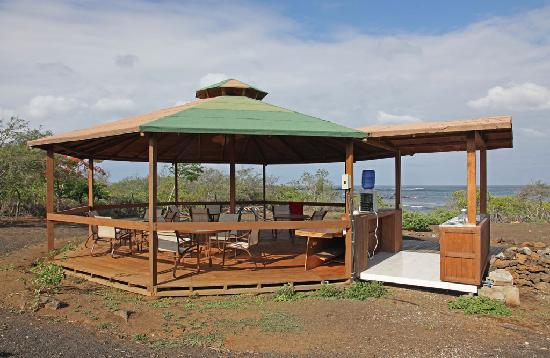 Floreana Lava Lodge: Shaded seating