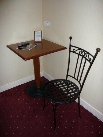Le Cheval Noir: The easy chair!