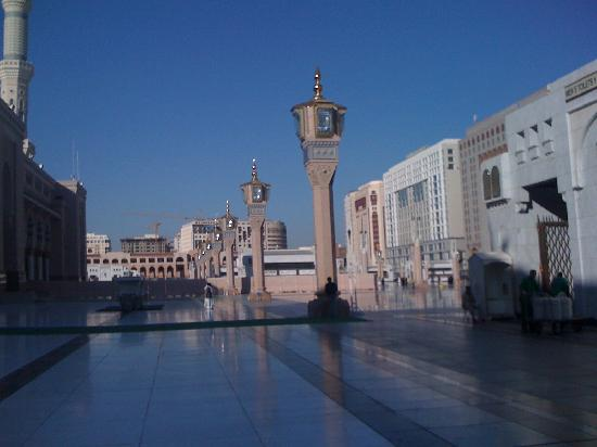 Anwar Al Madinah Movenpick Hotel : The Al Anwar hotel is the white colored one
