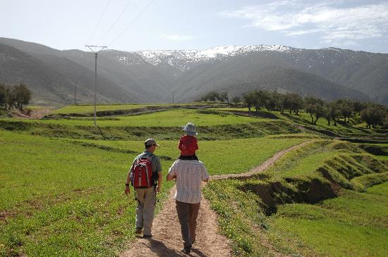 Berber Travel Adventures : walking to the first village