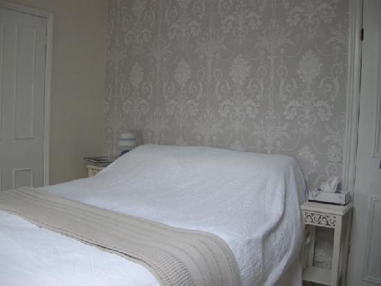 Abbey Rise Bed and Breakfast: Double bed in family room