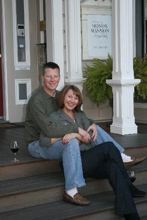 Honor Mansion, A Wine Country Resort : Enjoying a local zin