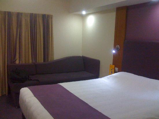 Premier Inn Southport (Ormskirk) Hotel: Main Bedroom