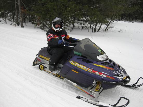 American Oak Resort: Art on his sled