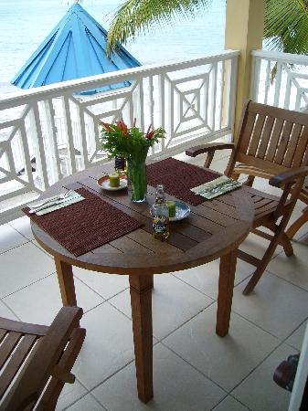 Villa Beach Cottages : Dinner on the Balcony