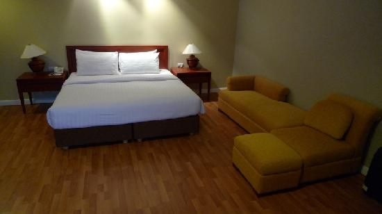 Imperial Hua Hin Beach Resort : View of deluxe room bed and sofa.
