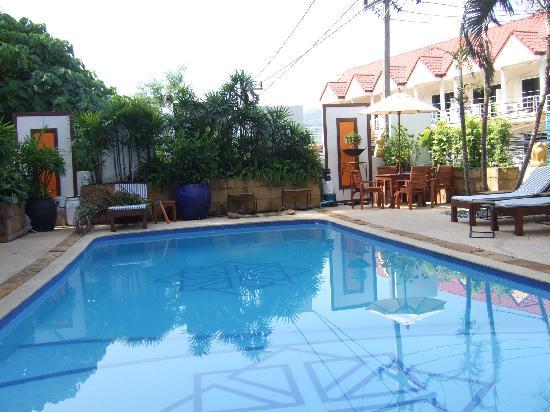 Kelly's Residency: Pool